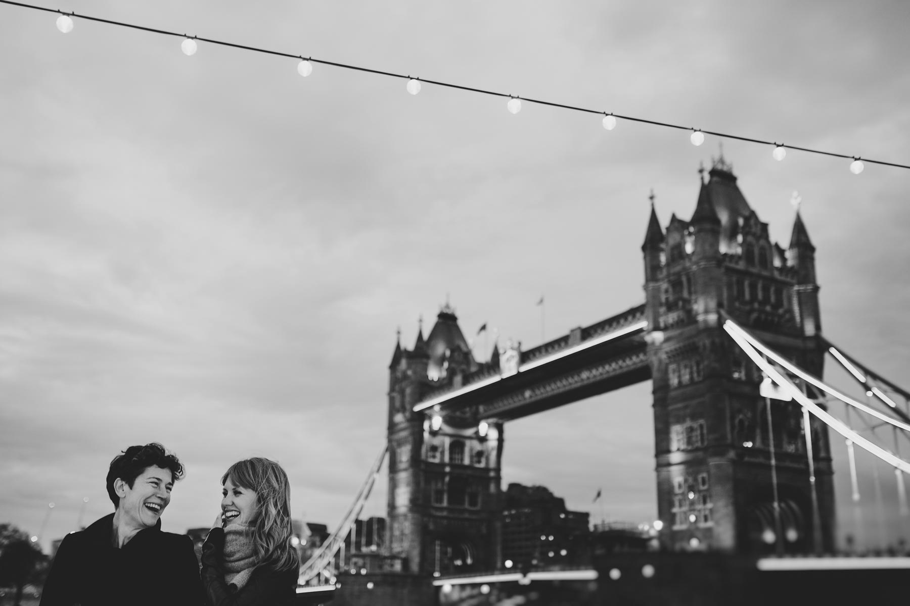 couple in london bridge