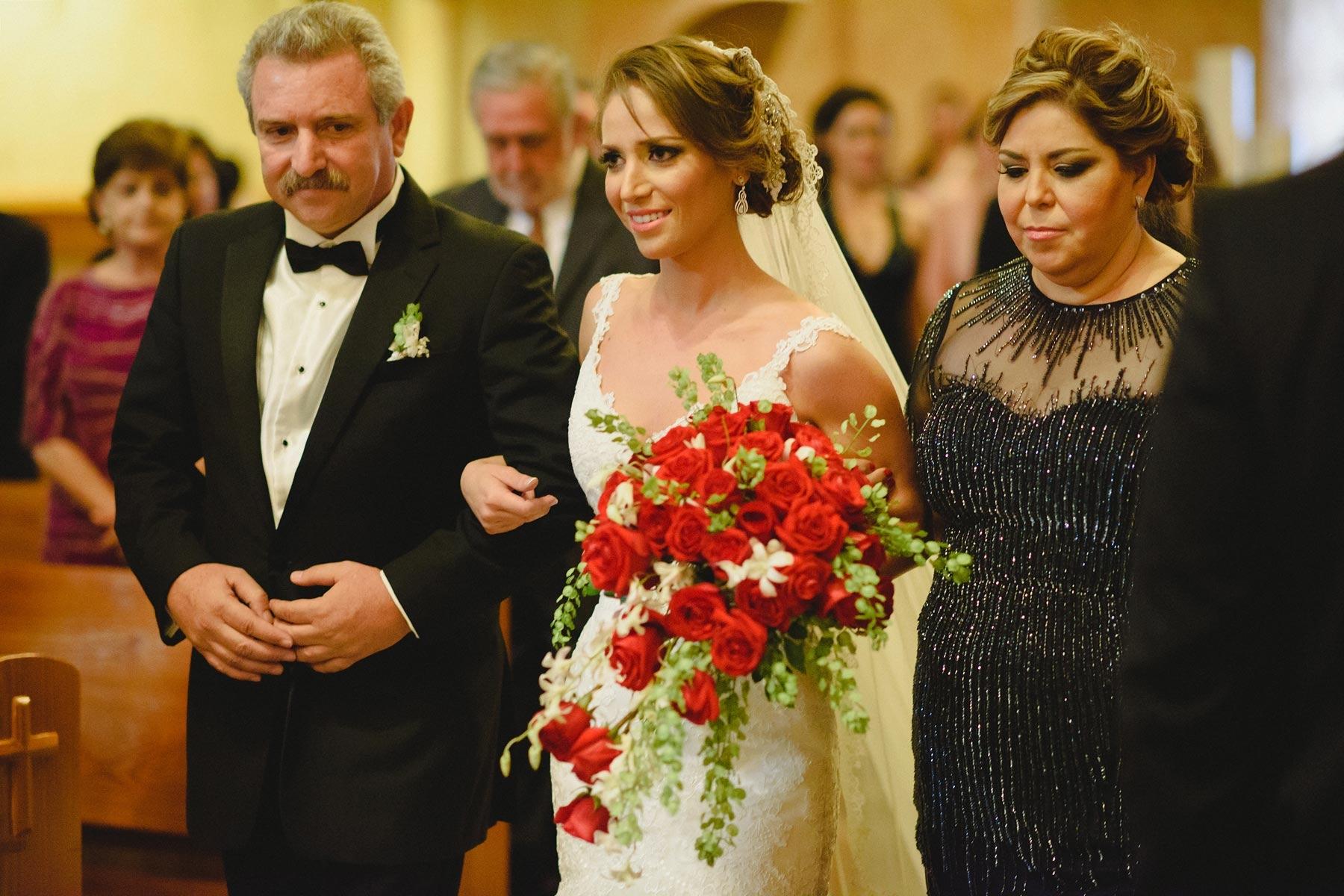 brides dad down the aisle