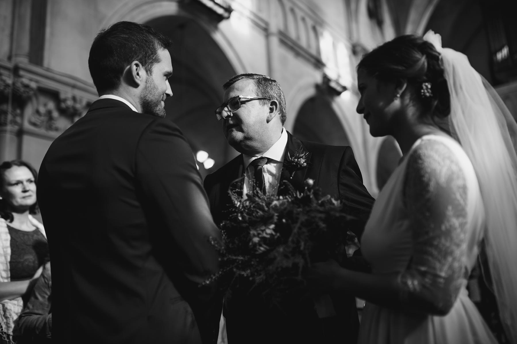 eglise-saint-martin-nieppe-wedding-19